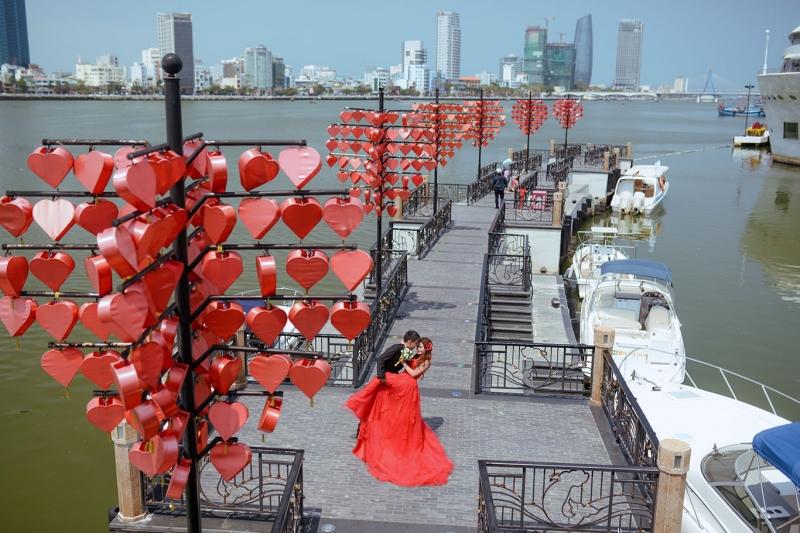 Cầu khóa tình yêu lãng mạn như phim Hàn