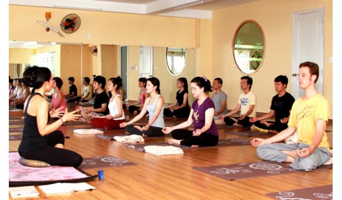 Trung tâm yoga Nguyễn Du mở nhiều lớp có giờ dạy linh hoạt cả ngày, học viên có thể chọn giờ mình thích tuỳ ý.