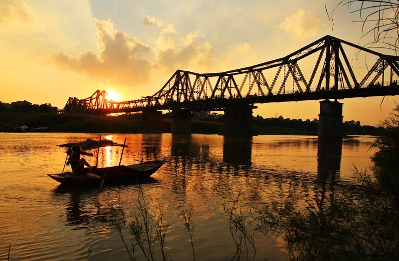 Sau bao bom đạn, cầu Long Biên vẫn hiên ngang đứng giữa sông Hồng cho đến ngày hôm nay