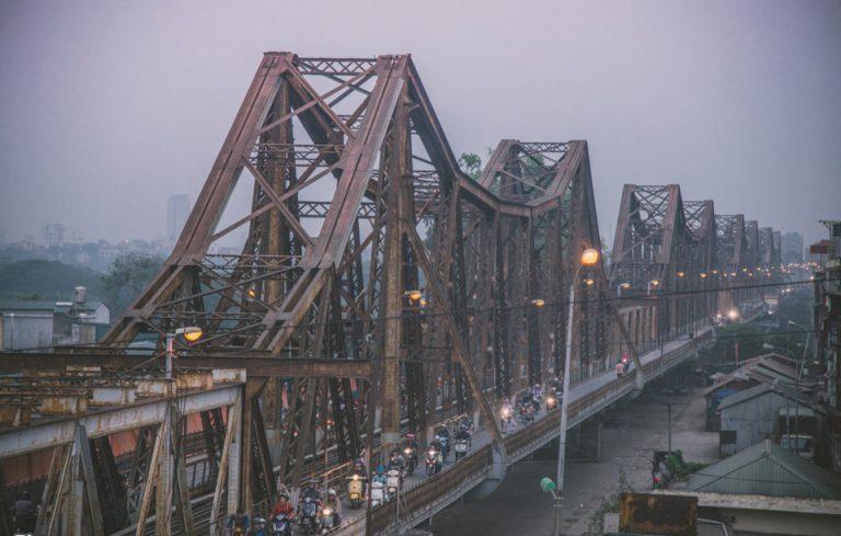 Cầu Long Biên đã từng là cây cầu dài thứ hai Thế giới, thậm chí còn được gọi là tháp Eiffel nằm ngang của Hà Nội.