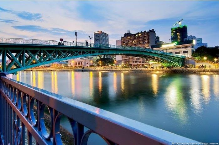 Cầu Mống đẹp ảo diệu vào buổi chiều.