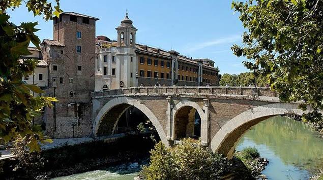 Cầu Pons Fabricius ở Rome, Ý