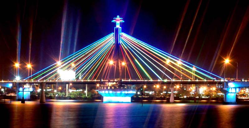 Cầu sông Hàn đẹp lung linh