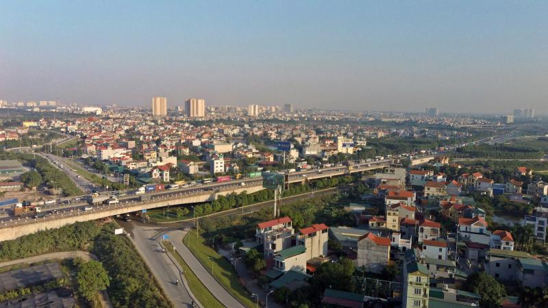 Cầu Thanh Trì là cây cầu lớn nhất trong dự án 7 cây cầu của Hà Nội bắc qua sông Hồng