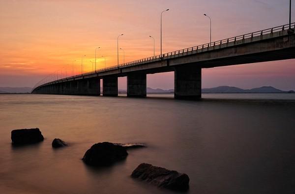 Cầu Thị Nại lúc hoàng hôn