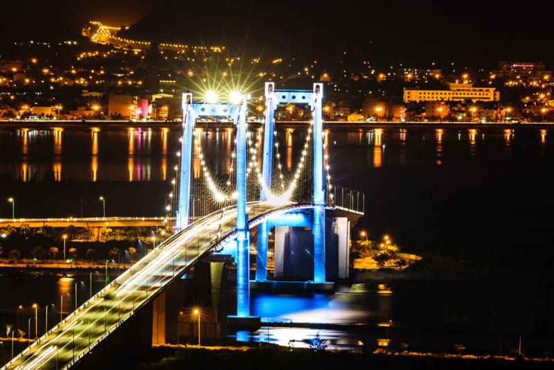 Cầu Thuận Phước khi đêm xuống