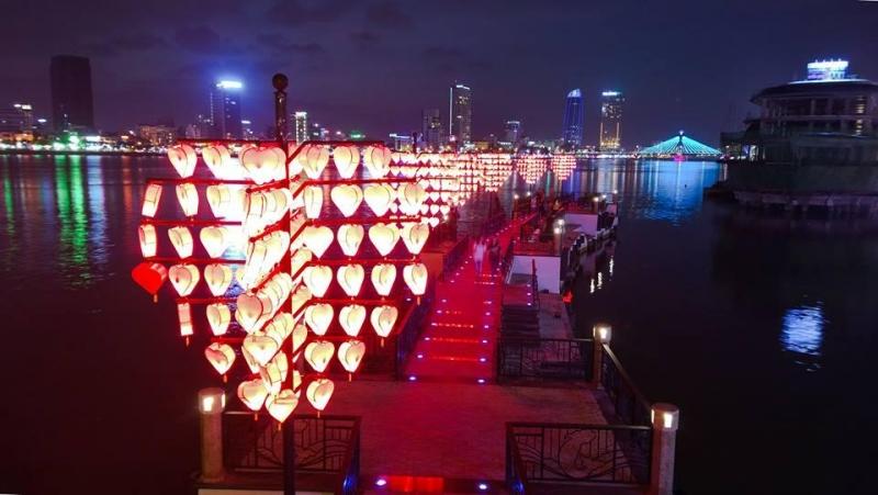 Cầu tình yêu lãng mạn ở sông Hàn Đà Nẵng