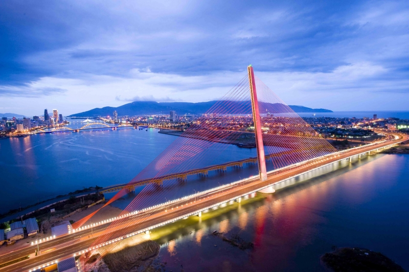 Cầu Trần Thị Lý căng buồm ra biển khơi.