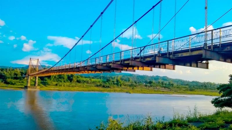 Cầu treo Kon Klor bắc giữa 2 bờ sông thơ mộng