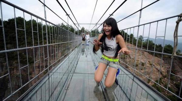 Cầu trong suốt ở Vân Đài, Trung Quốc