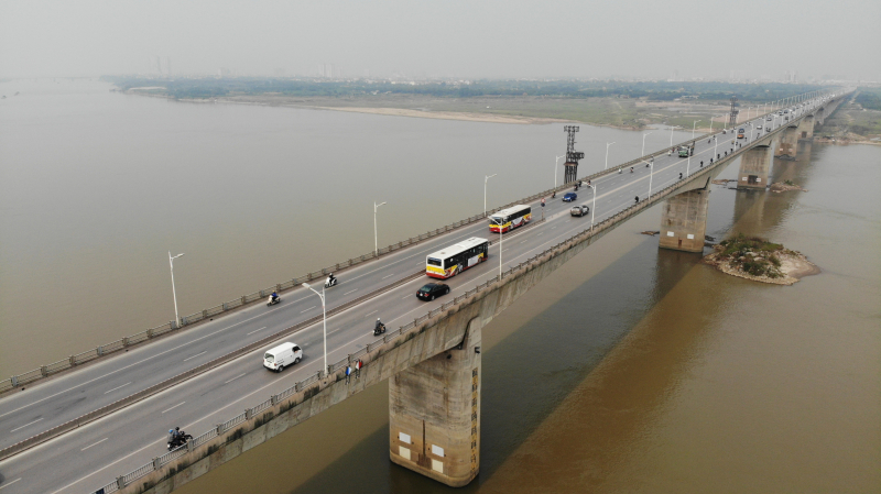 Cầu Vĩnh Tuy là cây cầu huyết mạch bắc qua sông Hồng