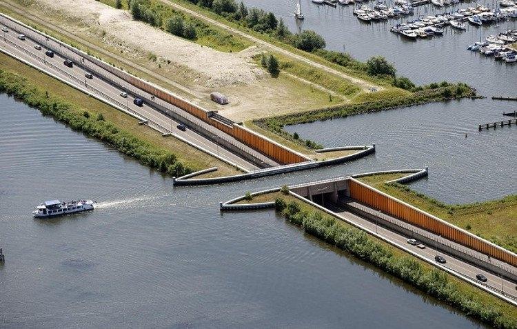 Cây cầu nước ở Hà Lan