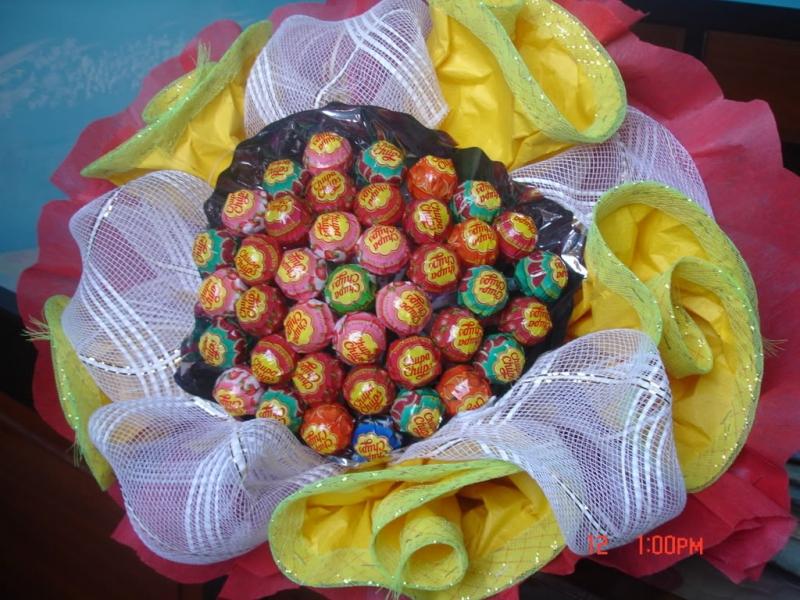 Những bó hoa bằng kẹo mút tình yêu này sẽ rất đắt hàng đó