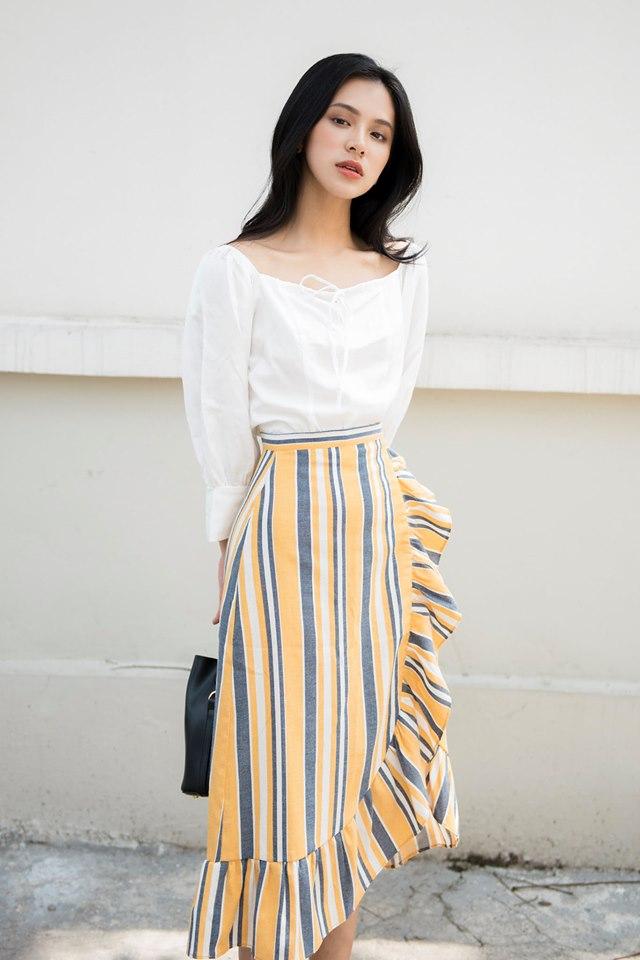 Ceci Cela luôn biết đưa ra những thiết kế độc đáo, tinh tế cùng với việc sử dụng những chất liệu vải mềm min, nhẹ nhàng luôn làm hài lòng các bạn nữ
