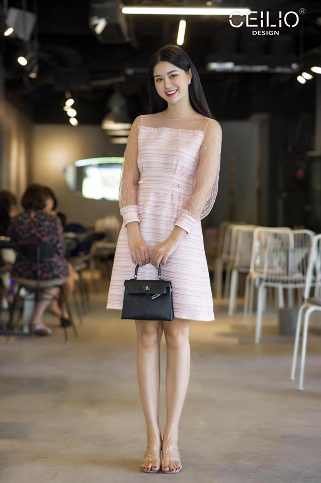 Các sản phẩm chủ yếu đó là váy vóc quần áo thiết kế, đảm bảo chất lượng đẹp đến từng đường may