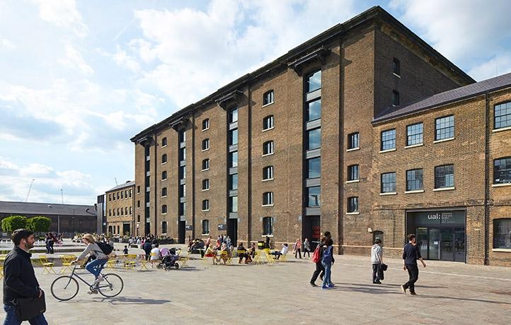 Học viện Central Saint Martins thuộc trường Đại học mỹ thuật London có trụ sở đặt tại Luân Đôn