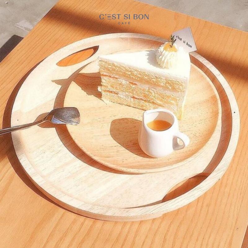 C'est Si Bon là một địa chỉ Cafe - Desserts - Cakes nổi tiếng ở Hà Nội, có nhiều chi nhánh để phục vụ khách hàng.