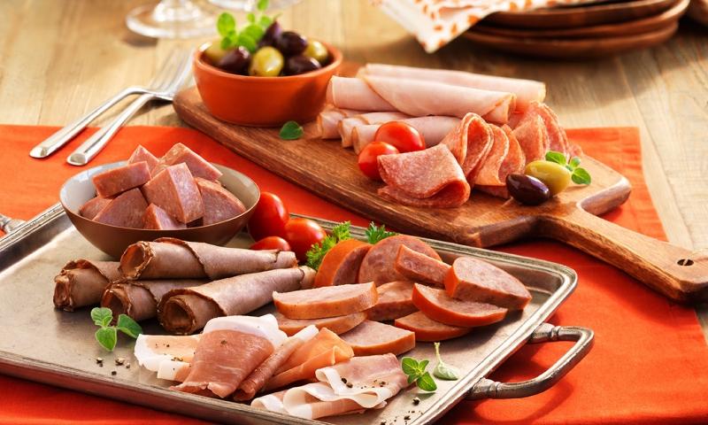 Giò lụa, dăm bông, xúc xích- món ăn thịnh hành của người Việt.