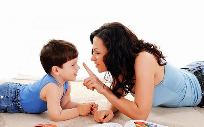 Khi thực hiện các quy tắc riêng của cha mẹ, trẻ sẽ biết cách kiềm chế nóng giận.