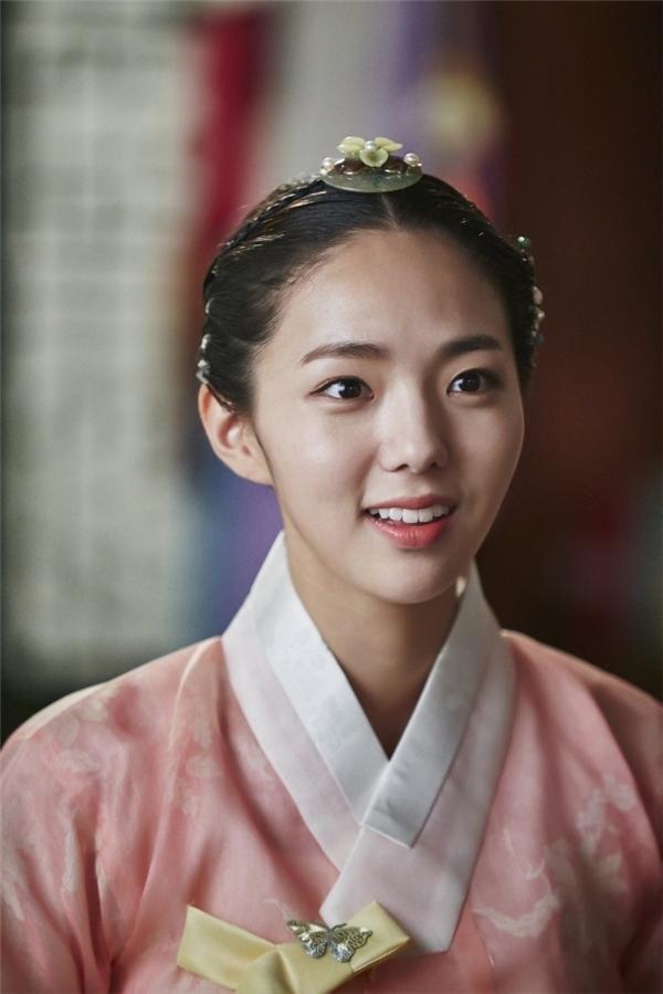 Chae Soo Bin vô cùng xinh đẹp trong tạo hình cổ trang