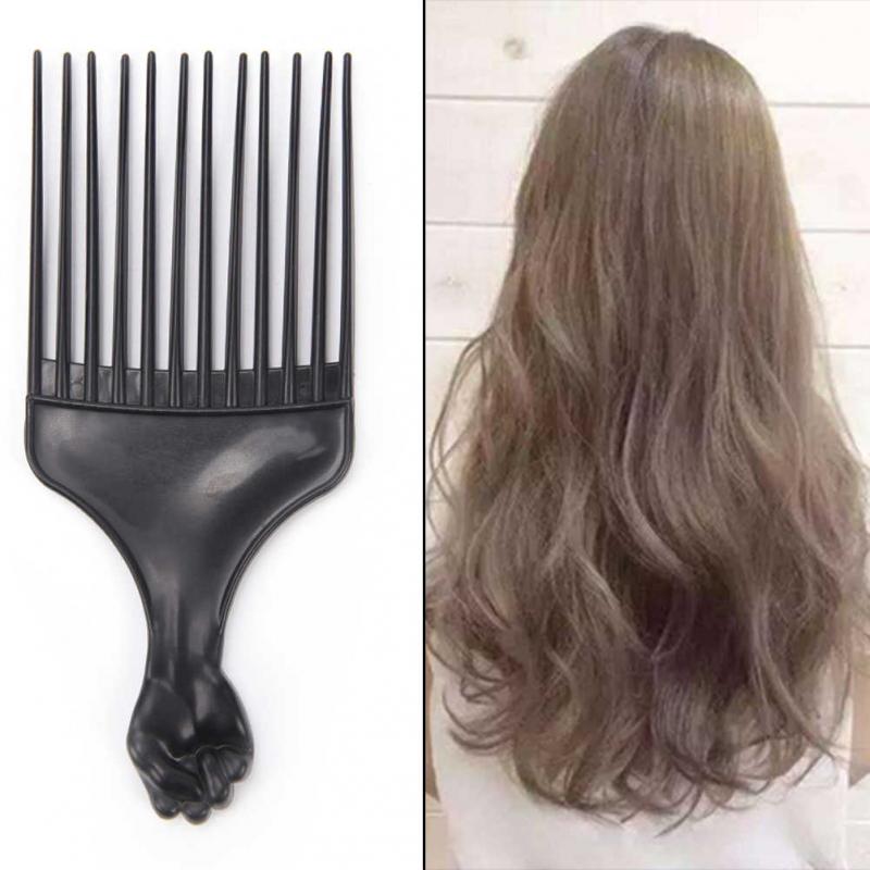 Chải tóc bằng ngón tay và lược có răng rộng