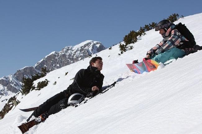 Hình ảnh Kim trượt tuyết trong phim Chalet Girl