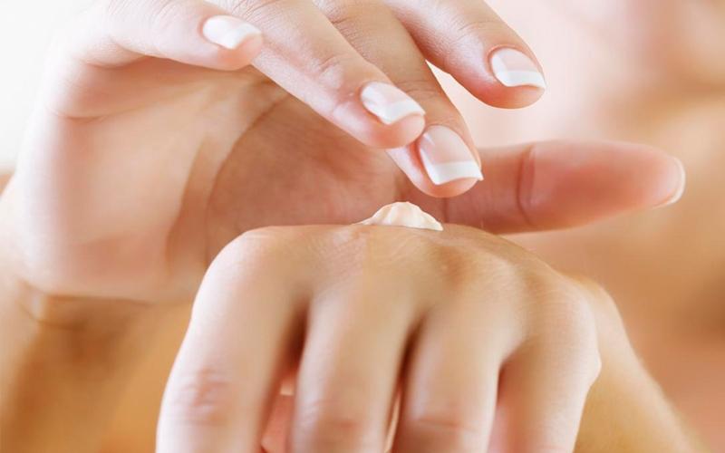 Chăm sóc và dưỡng ẩm cho bàn tay