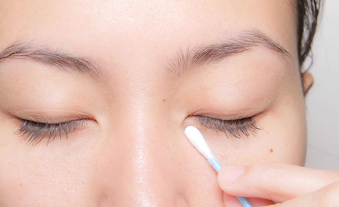 Luôn nhẹ nhàng với vùng da quanh mắt