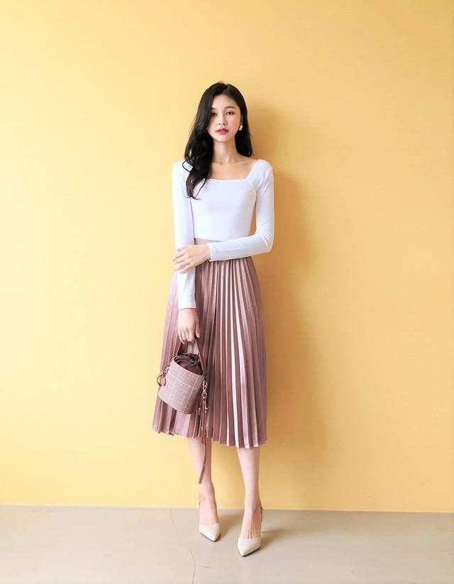 Chân váy dài + áo thun dài tay