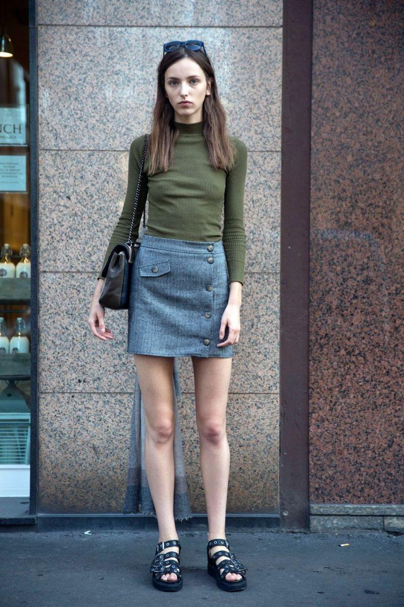 Chân váy denim kết hợp áo len