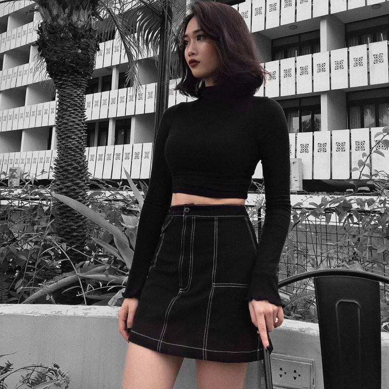 Chân váy denim mix cùng áo croptop