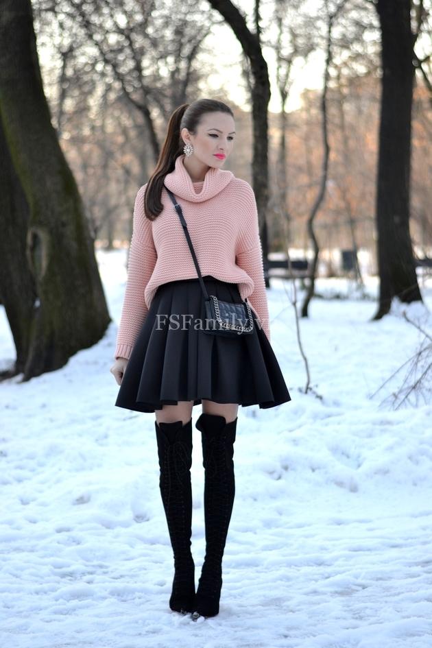 Áo len và chân váy ngắn