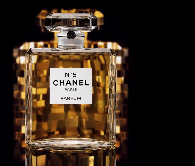 Chanel số 5, có giá khoảng $ 200