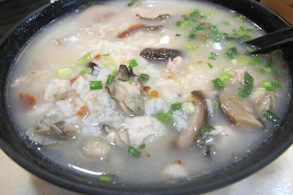 Cháo cá quả được các chuyên gia dinh dưỡng khuyên ăn mỗi ngày.