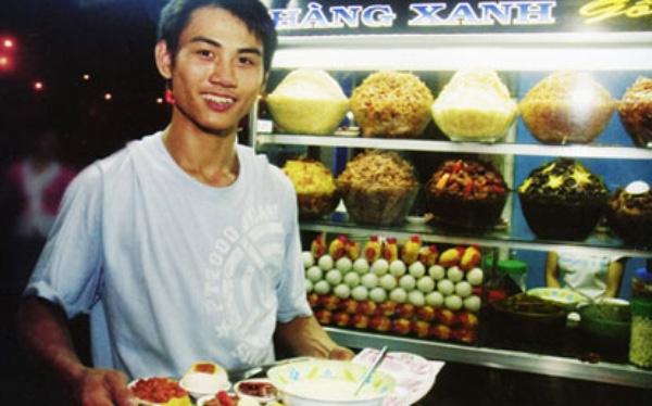 Cháo trắng Hàng Xanh là một trong số những quán ăn đêm nổi tiếng nhất ở Sài Gòn, bạn có thể ghé thăm quán cháo này tại địa chỉ góc ngã tư Hàng Xanh, đường Xô Viết Nghệ Tĩnh, quận Bình Thạnh.