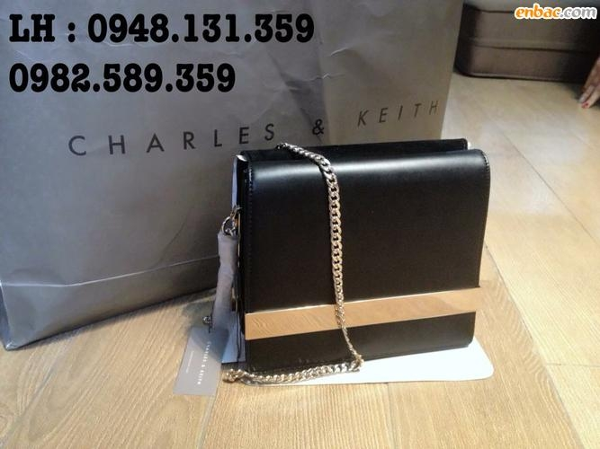 Chiếc túi xách này có giá khoảng 63$, order về tay vào khoảng 1.600.000vnđ bạn nhé!