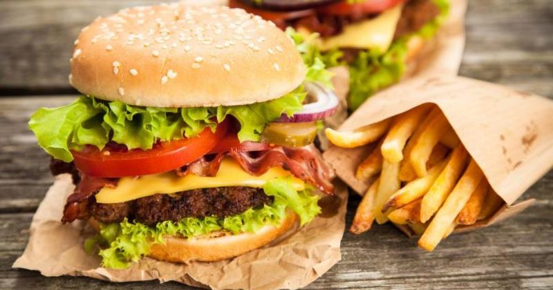Các loại đồ ăn nhanh có chứa nhiều chất béo chuyển hóa