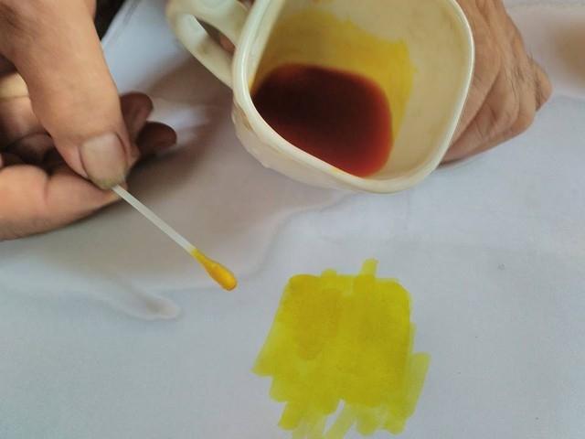 Chất hóa học độc hại: chất vàng ô để nhuộm giấy
