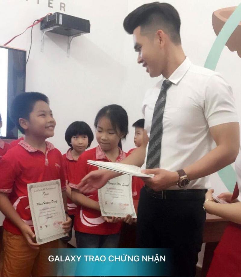 Lễ trao chứng nhận cho các HV giỏi