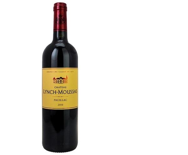 Rượu có màu đỏ sậm, ngửi sẽ có mùi hương chín mọng của các loại trái cây màu đỏ