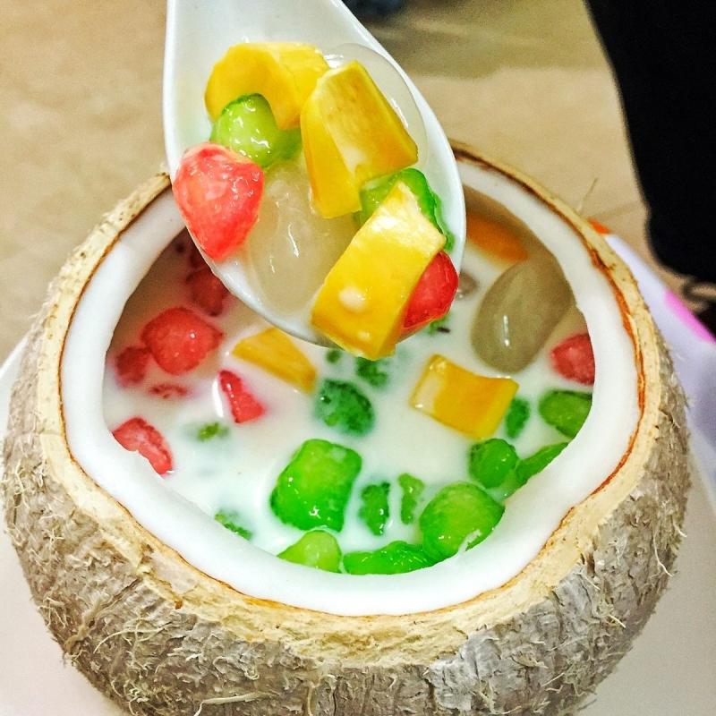 Chè củ năng trái dừa