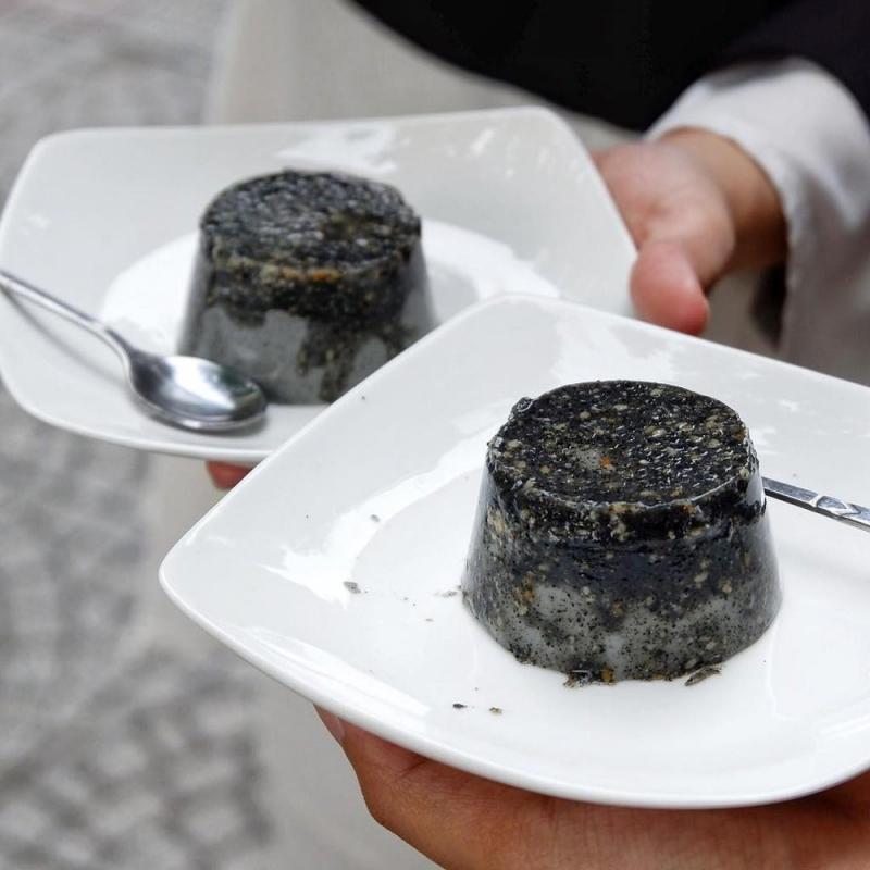 Bánh flan mè đen