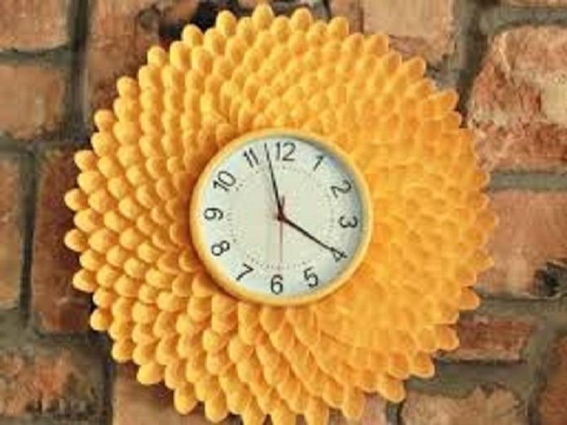 Đồng hồ hoa cúc mang màu nắng lãng mạn