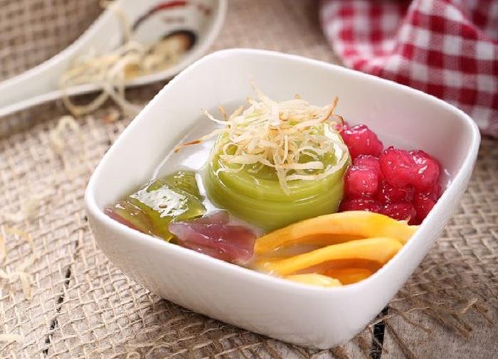 Chè Sài Gòn có hương vị đặc trưng của nước cốt dừa và đá bào.