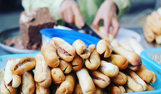 Chè Thái & Bánh Mì Cay - 195 Lê Lợi