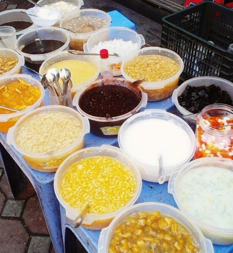Chè tự chọn 10k dọc đường Tạ Quang Bửu