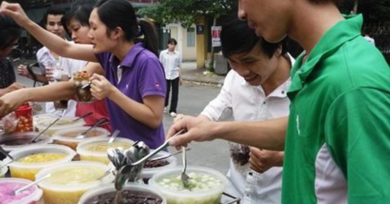 Chè tự chọn chỉ từ 10.000 đồng dọc đường Tạ Quang Bửu
