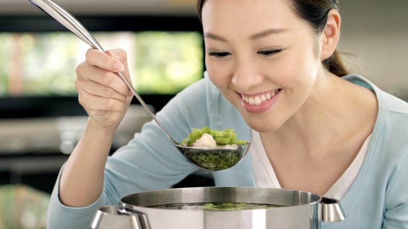 Không nên chê vợ nấu ăn dở