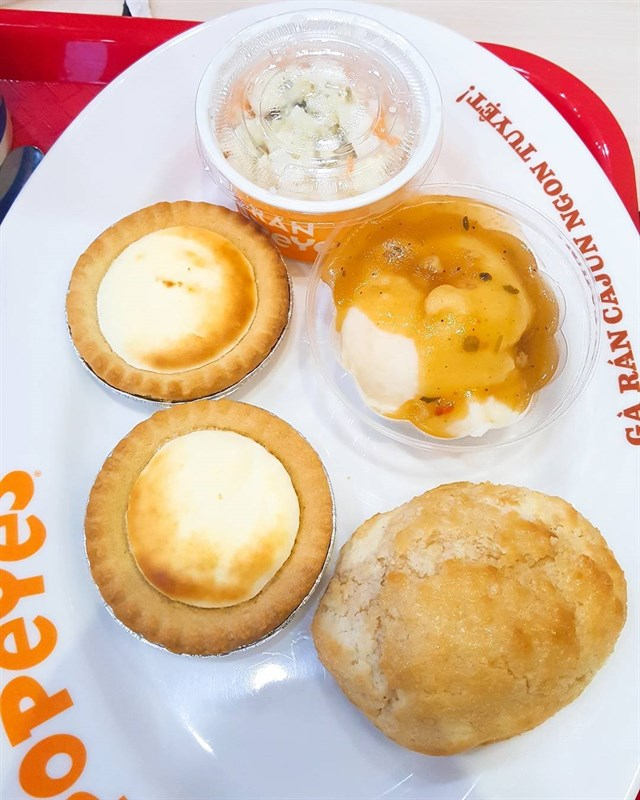 Bánh cheese tart tại Popeyes