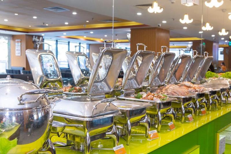 Menu buffet được trình bày sạch sẽ, đa dạng nhiều món ăn